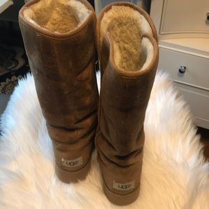 Light brown Uggs Size 7